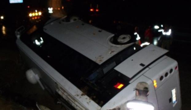 Aksarayda minibüs devrildi