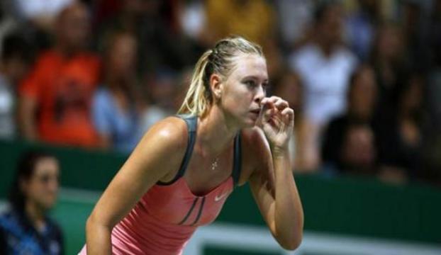 Sharapova, son şampiyon Wozniackiyi eledi