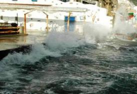 İstanbul'daki fırtına hayatı olumsuz etkiliyor