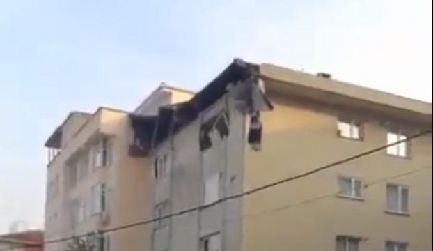 Şişlide binanın çatısında çökme meydana geldi