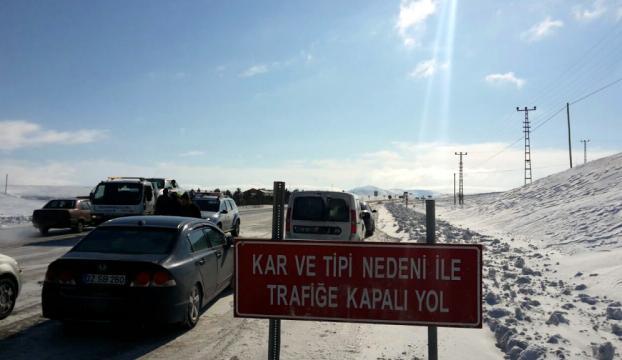 Sivas Malatya yolu trafiğe kapandı