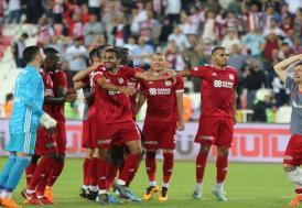 Yenilenen Sivasspor Beşiktaş'ı farklı yendi