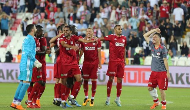 Yenilenen Sivasspor Beşiktaşı farklı yendi