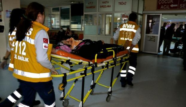 Sivasta minibüs devrildi: 20 yaralı