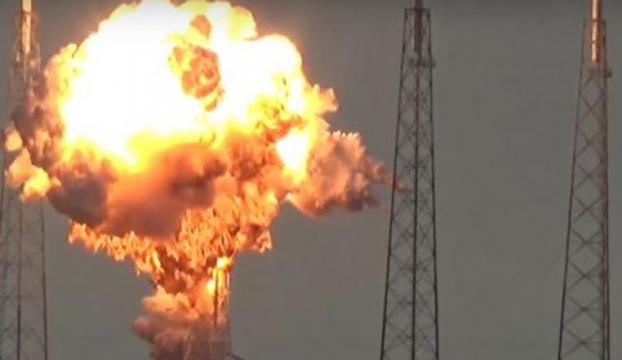 SpaceXin motoru test sırasında patladı!