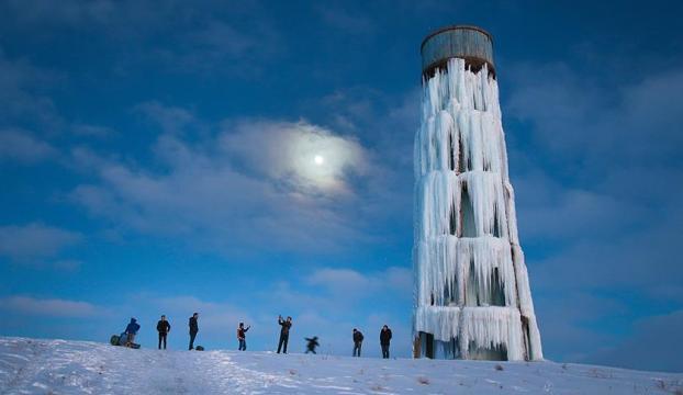 """Su deposu """"buz kulesi""""ne dönüştü"""
