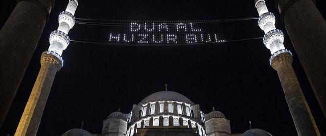 Süleymaniye Camisinde Kadir Gecesi hüznü