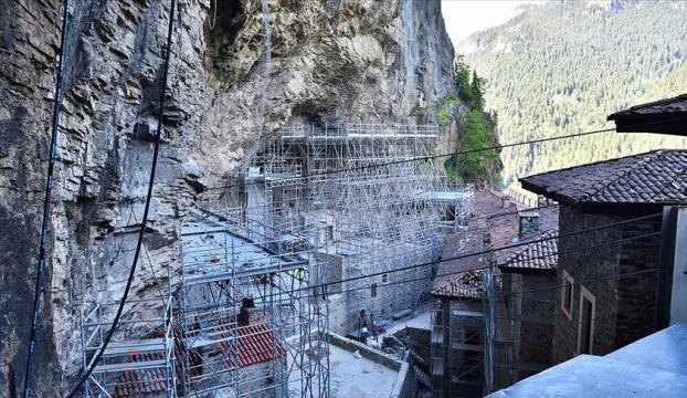 Sümela Manastırındaki restorasyon çalışmaları devam ediyor
