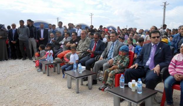 Suriyede çocuklar eğitime kazandırılıyor