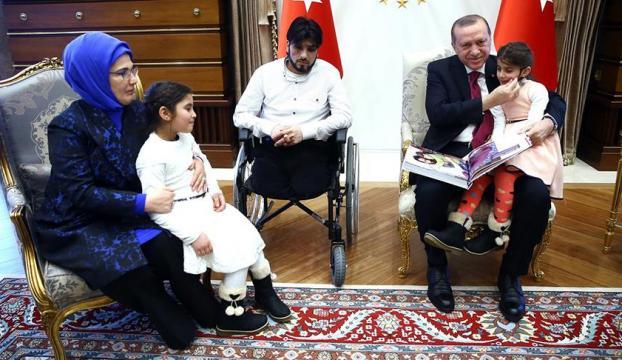 Suriyeli Gözyaşı ve babası Külliyede