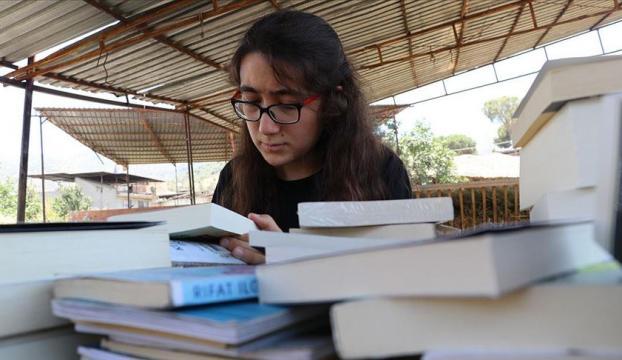 """Çobanlık yapan """"kitap kurdu Suzan""""a Türkiyeden kitap yağdı"""