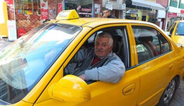 Taksicinin 205 lirasını gasp ettiler
