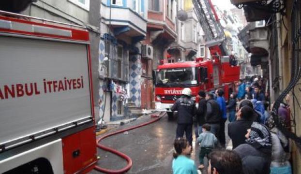 Taksimde yangın paniği