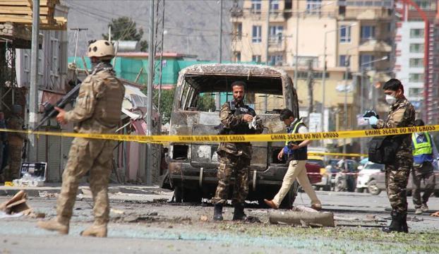 Afganistanda Taliban bombalı araçlarla saldırdı: 11 ölü