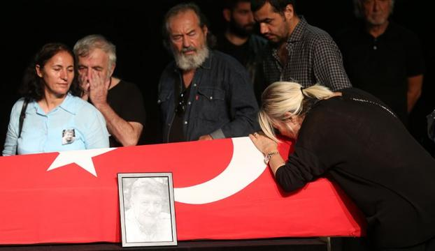 Usta oyuncu Tarık Ünlüoğluna tören düzenlendi