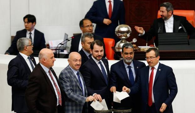 Anayasa değişikliği teklifinin birinci maddesi 347 oyla kabul edildi