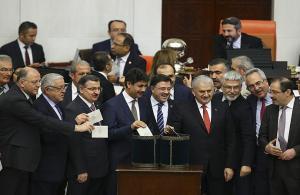 Anayasa değişikliği meclisten geçti... Son söz vatandaşın...