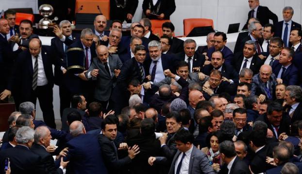 """Bana yumruk atan CHP Milletvekili Niyazi Nefi Kara"""