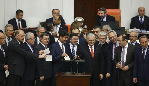 Anayasa değişikliği teklifinin 10 ve 11. maddeleri de kabul edildi