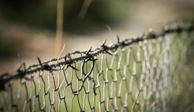 Macaristan, sınırlarındaki tel örgüye elektrik verecek