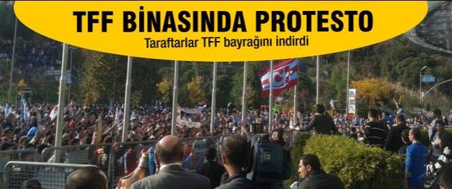 Trabzonsporlular TFF binasında eylem yaptı