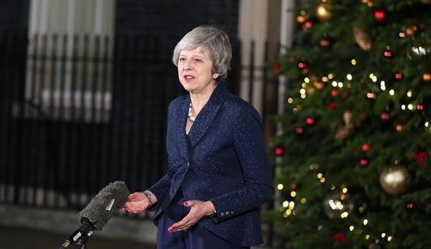 """Theresa Mayden güvenoyu sonrası """"birlik mesajı"""""""