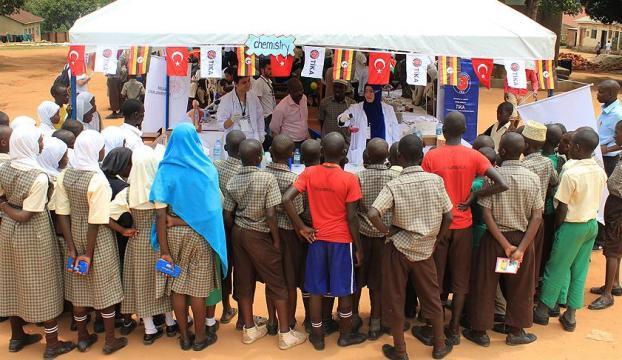 TİKAnın gönüllü elçileri Kenyada kütüphane kuracak