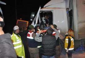 Freni boşalan kamyon 8 araca çarptı: 6 yaralı