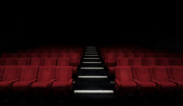 Tiyatrocuya sahnede darp