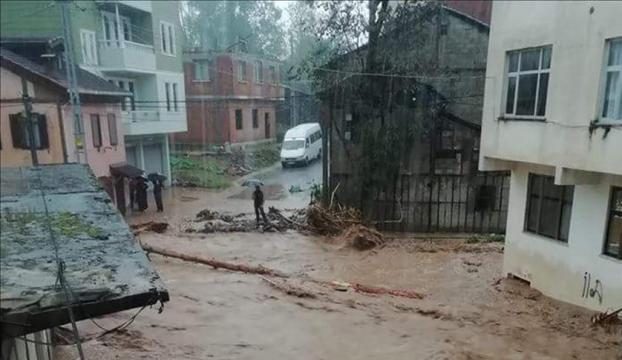 Trabzonda şiddetli sağanak, Rizede hortum