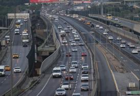 """İstanbul'da, """"tam kapanma"""" döneminin sona ermesiyle trafik yoğunluğu arttı"""