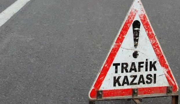 TEMde bariyerlere çarpan tır, yolu trafiğe kapattı