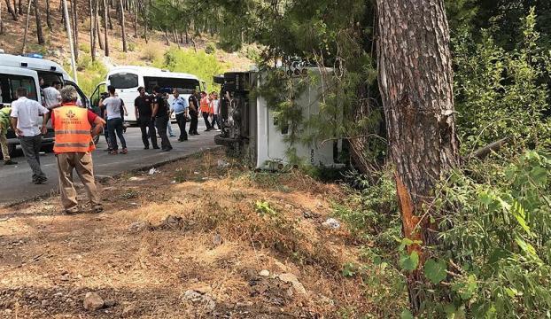 Antalyada tur otobüsü devrildi