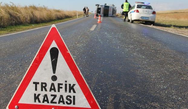 Bursada işçileri taşıyan servis aracı elektrik direğine çarptı: 2 ölü, 16 yaralı