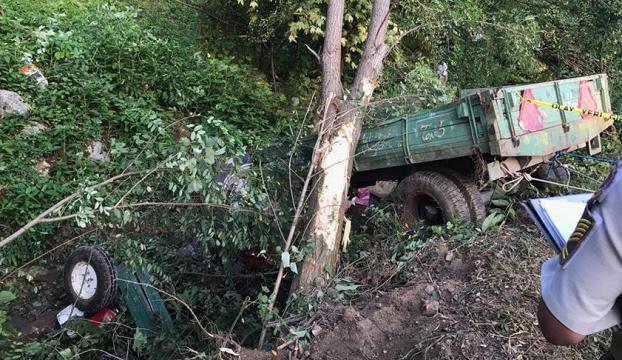Sakaryada işçileri taşıyan traktör devrildi: 7 ölü, 10 yaralı