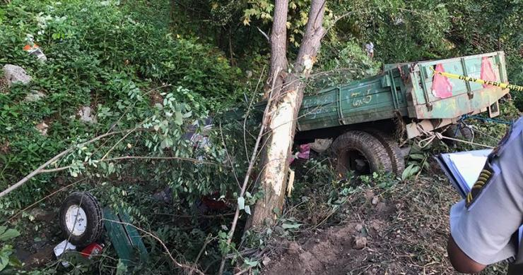 Sakarya'da işçileri taşıyan traktör devrildi: 7 ölü, 10 yaralı