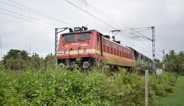 Hindistanda yolcu trenine haciz