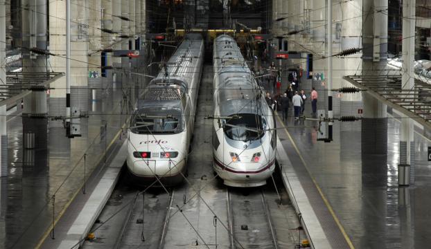 İspanyada yolcu treni raydan çıktı