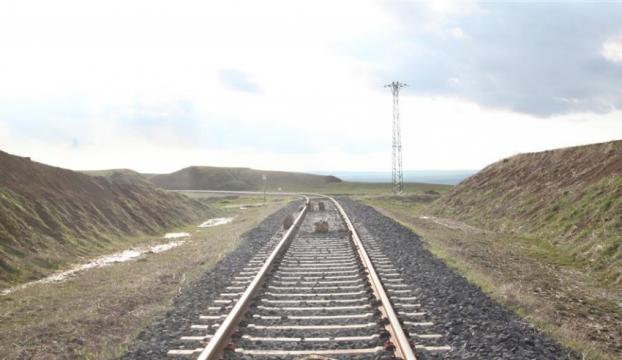 Tren rayına tuzaklanan 120 kilogram patlayıcı imha edildi