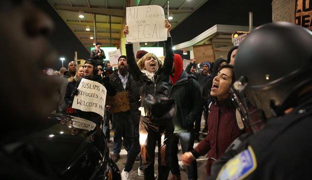 JFK Havalimanında gözaltı protestosu
