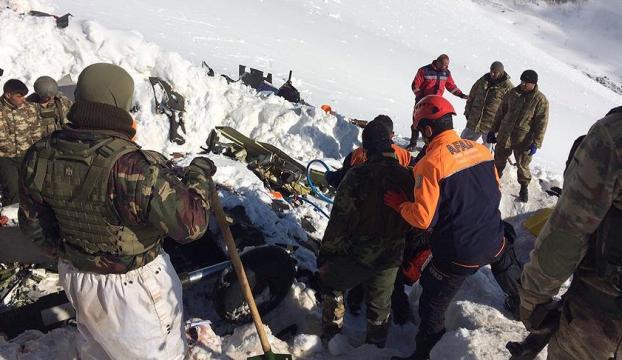 Helikopter enkazından 12 şehidimizin cenazesi enkazdan çıkarıldı