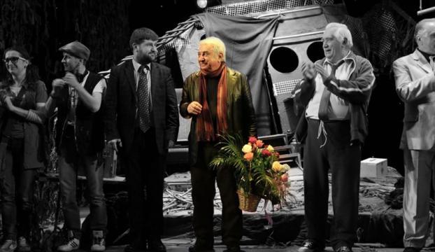 """""""Tiyatroya adanmış 50 yıl: Tuncer Cücenoğlu"""""""