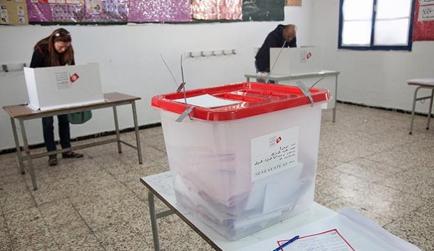 Tunus halkı sandık başına gitti