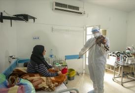 Tunuslu doktor, kemanıyla Kovid-19 hastalarına moral aşılıyor