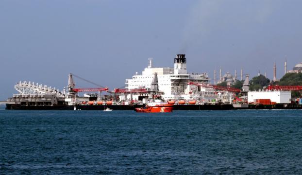 Dev gemi İstanbul Boğazından geçti