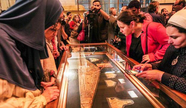 Tutankhamunun altınları ilk kez sergilendi