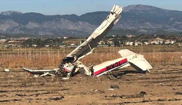 Antalyada eğitim uçağı düştü