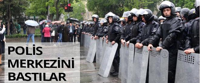 Ukrayna'da Rusya yanlıları polis merkezini bastı