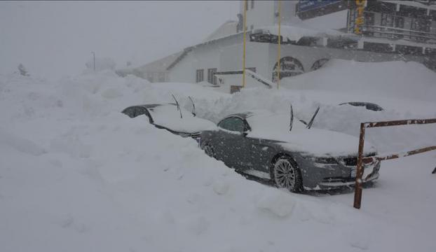 Kayak merkezlerinde en fazla kar kalınlığı 200 santimetreyle Uludağda ölçüldü