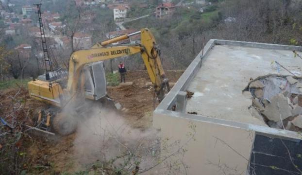 Uludağda kaçak yapılar yıkılıyor